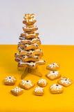 圣诞树由姜饼制成 免版税库存照片