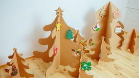 圣诞树由纸板制成 新年度 库存图片