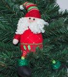 圣诞树的分支的圣诞老人 库存图片