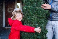 圣诞树的家庭购物 库存照片