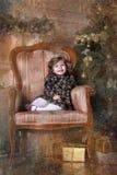 圣诞树的小女孩 图库摄影