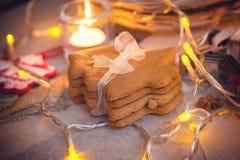 以圣诞树的形式圣诞节曲奇饼 库存图片