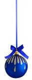 圣诞树的蓝色球装饰 免版税库存图片