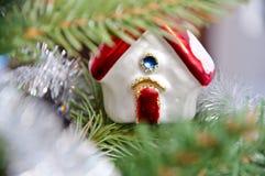 圣诞树的装饰房子 图库摄影