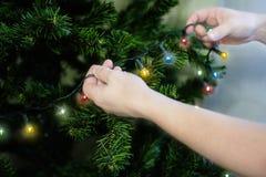 圣诞树的装饰的片段 E r 免版税库存照片