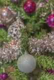 圣诞树的银色装饰 库存照片