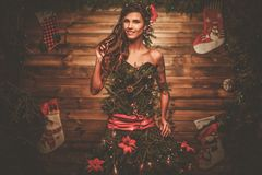 圣诞树礼服的妇女 库存照片
