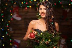 圣诞树礼服的妇女 图库摄影