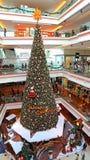 圣诞树节日步行购物中心,香港 免版税库存照片