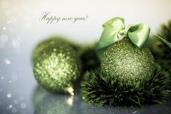 圣诞树装饰品和球 免版税库存照片