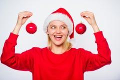 圣诞树装饰想法 女服圣诞老人帽子举行两球圣诞节的装饰装饰品 买冬天装饰 加法器 免版税图库摄影