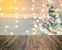 圣诞树闪闪发光bokeh,模板嘲笑为显示  库存图片