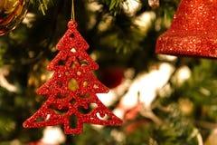 圣诞树,装饰,天场面的关闭 免版税库存图片