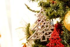圣诞树,装饰,天场面的关闭 图库摄影