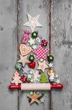 圣诞树-在破旧的别致的样式的装饰- a的一个想法 免版税库存照片