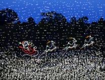 圣诞灯圣诞老人雪橇和驯鹿 免版税库存图片