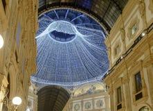 圣诞灯在圆顶场所屋顶,米兰,意大利下 免版税图库摄影