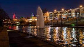 圣诞灯在晚上在乡村俱乐部广场在坎萨斯城 免版税库存图片