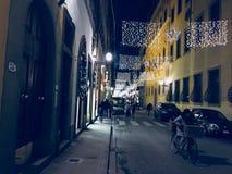圣诞灯在晚上在佛罗伦萨 免版税库存照片