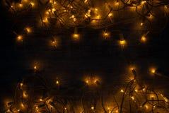 圣诞灯在木书桌上的背景概念 库存图片