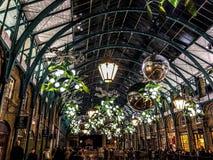 圣诞灯在科文特花园市场上 图库摄影