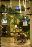 圣诞灯在餐馆 免版税库存照片