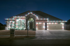 圣诞灯外面在家 库存照片
