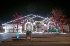 圣诞灯外面在家 免版税库存照片