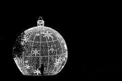 圣诞灯看法和在B&W的人道剪影发布 图库摄影