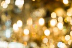 圣诞灯被弄脏的抽象背景  明亮地发光的橙黄球和线 抽象颜色样式 库存图片