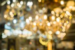 圣诞灯被弄脏的抽象背景  明亮地发光的橙黄球和线 E 免版税图库摄影