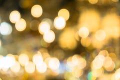 圣诞灯被弄脏的抽象背景  明亮地发光的橙黄球和线 E 库存照片