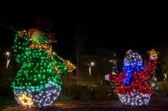 圣诞灯装饰和装饰物在街道上 库存照片