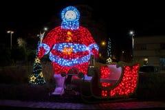 圣诞灯装饰和装饰物在街道上 免版税库存图片