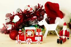 圣诞老人、驯鹿和圣诞节火车装饰 免版税图库摄影