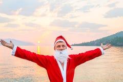 圣诞老人享受夏天 免版税图库摄影