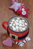 圣诞老人传送带杯子用热巧克力和 库存图片