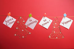 圣诞老人克劳斯来到城镇 库存图片