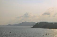 圣诞老人克里斯蒂娜海滩在肋前缘的Brava,卡塔龙尼亚,西班牙略雷特德马尔 日出时间 库存图片