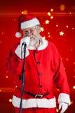 圣诞老人反对白色背景的唱歌歌曲的综合图象 库存照片