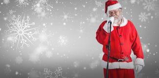 圣诞老人反对白色背景的唱歌歌曲的综合图象 库存图片