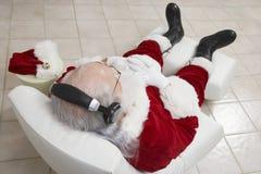 圣诞老人听的音乐 免版税库存照片