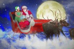圣诞老人和他的矮子在雪橇 免版税库存图片