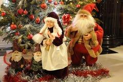 圣诞老人和克劳斯夫人 免版税图库摄影
