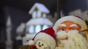 圣诞老人和圣诞节房子装饰 股票录像