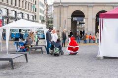 圣诞老人和天使在正方形在苏黎世 免版税图库摄影