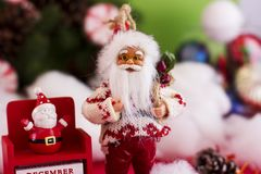 圣诞老人和新年12月31日的` s日历在backgr 免版税图库摄影
