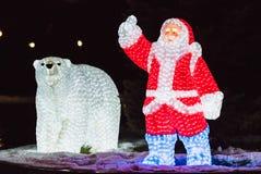 圣诞老人和熊 免版税库存图片