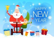 圣诞老人和矮子乘坐电单音轮子圣诞节假日新年快乐贺卡 免版税库存图片