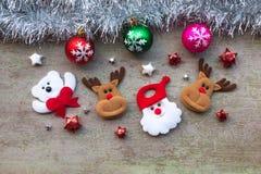 圣诞老人和雪人有圣诞节装饰的在木头 免版税库存照片